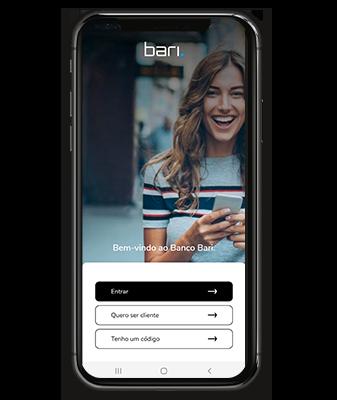 Imagem mostra celular com a tela inicial do aplicativo Banco Bari aberta.